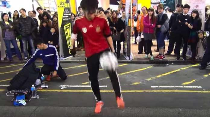 リアル少林サッカー!香港の神業的リフティングテクニックがヤバイ。
