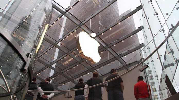 日経、「iPhoneは今年フルモデルチェンジをしない。」
