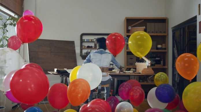 Appleの新しいiPhone 7のCM「Balloons」
