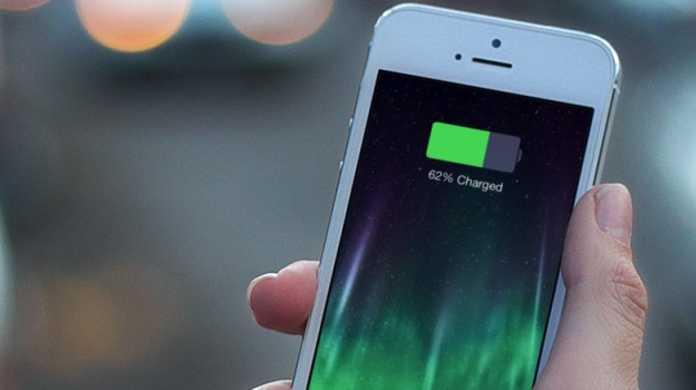 どうやら俺だけじゃないらしい。iPhoneのバッテリーが30%を切ると突然電源が落ちる現象が続出。