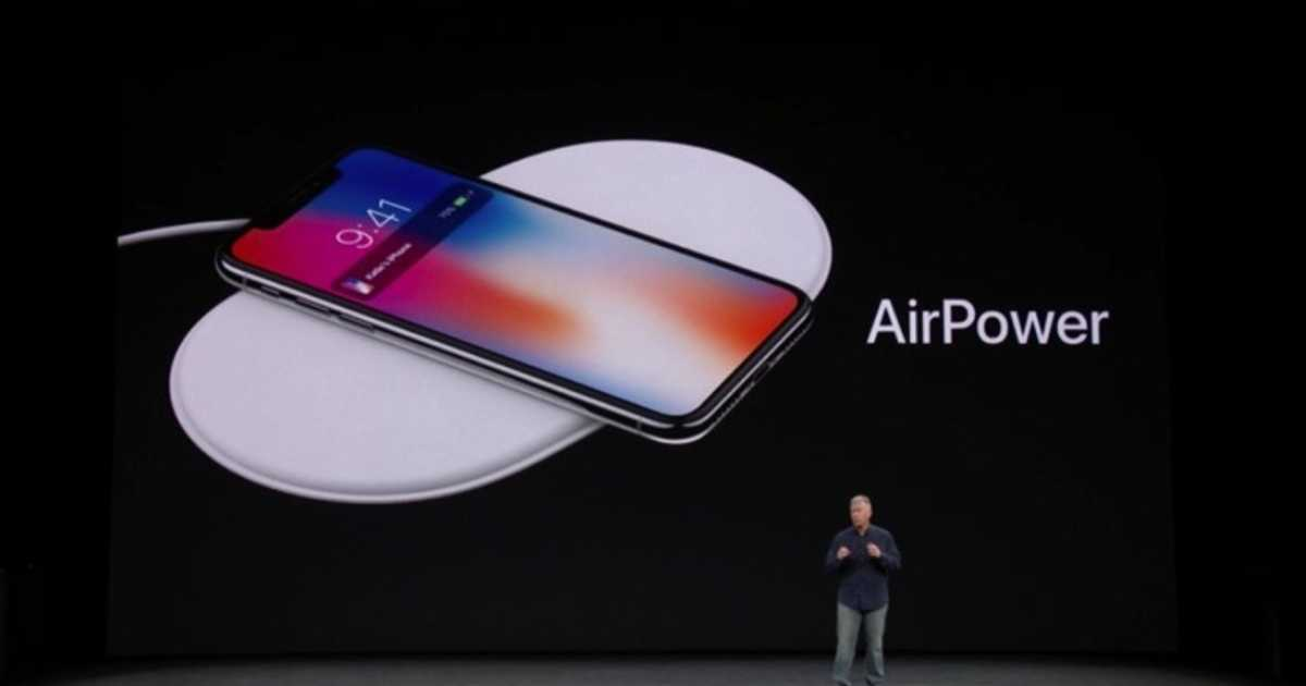 AirPowerが登場。「iPhone X」「Apple Watch」「AirPods」を1個で3つ同時にワイヤレス充電が可能な充電器。