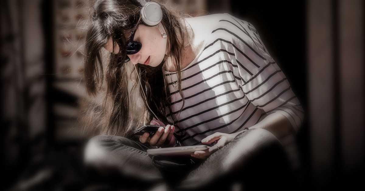 若い人ほどiPhoneを持っている。特に10代・20代のiPhone利用者は全体の7割を超える調査結果。