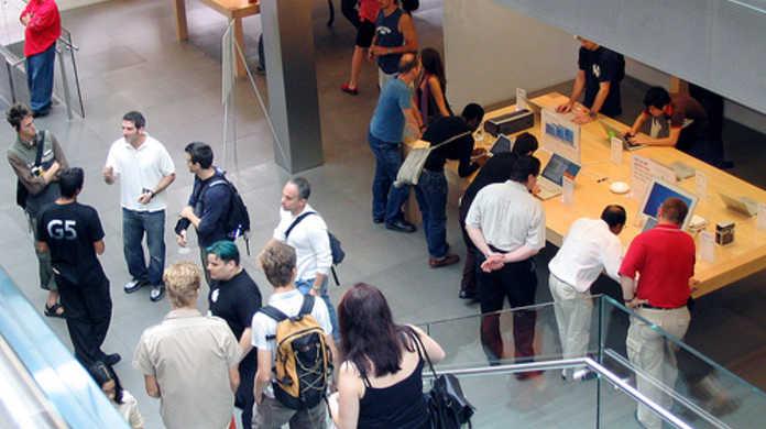 iPod Touchがようやく店頭にて発売。アップルストア銀座店に100人並ぶ。