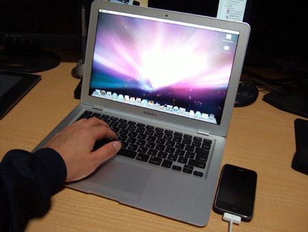今まさにワクワクしながら、MacBook Airで遊んでますw